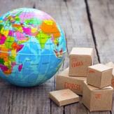 Globe terrestre et colis